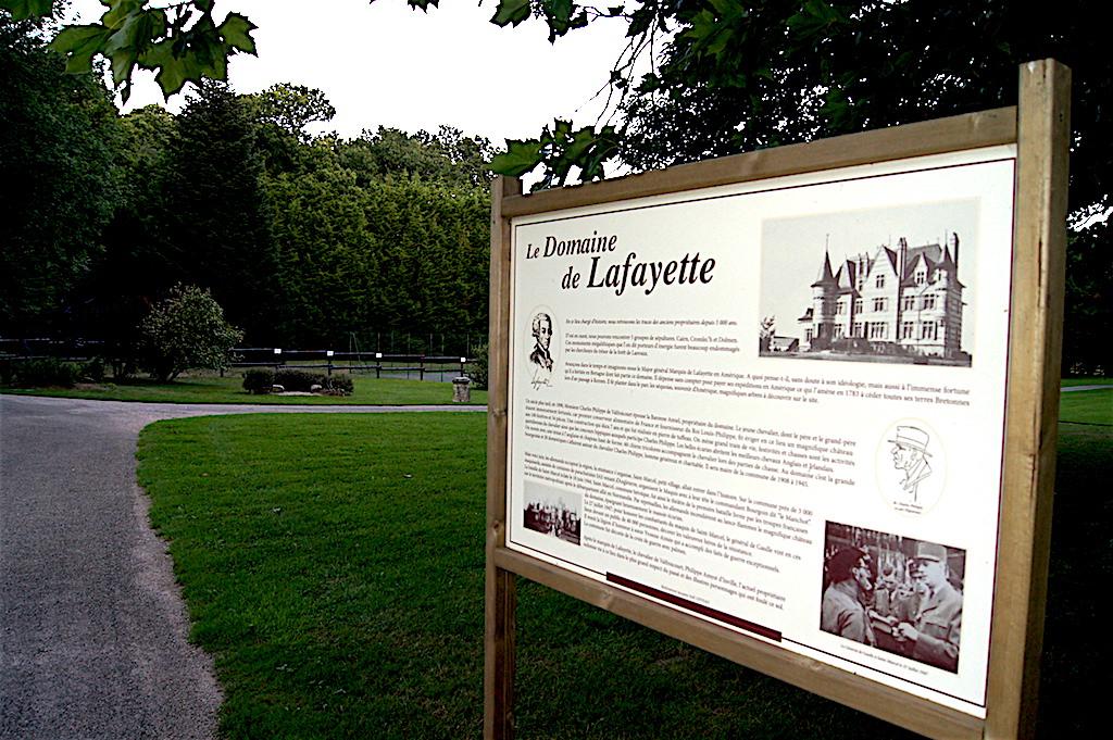 Panneau historique du domaine de Lafayette : location salle de réception mariage Morbihan